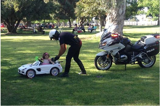 policemanandLittleGirl